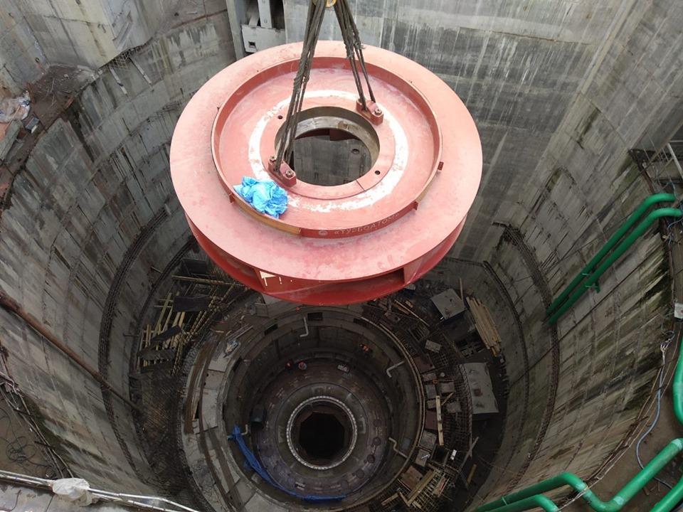 На Дністровській ГАЕС здійснили монтаж 120-тонного робочого колеса
