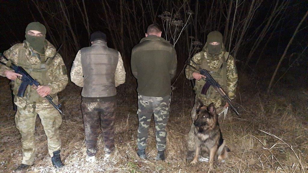 У Чернівецькій області небайдужі буковинці допомогли прикордонникам затримати контрабандистів