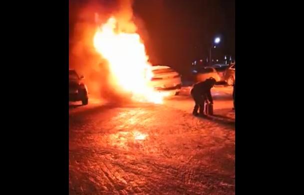 У поліції прокоментували підпал автівки в Чернівцях