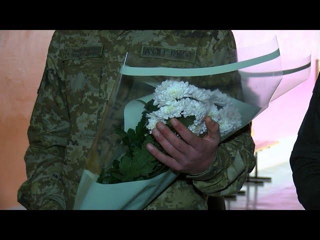На Буковині після тривалої розлуки солдати-строковики зустрілися з матерями