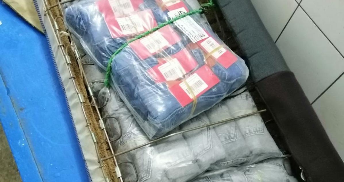 """На пункті пропуску """"Порубне"""" чоловік намагався провезти джинси на 42 тис. гривень"""
