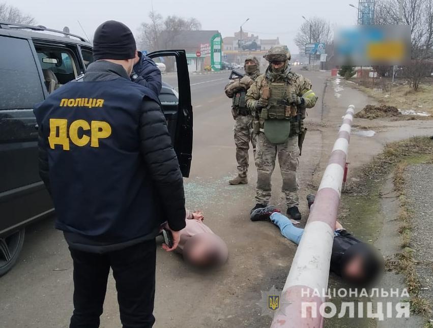 На Буковині поліція викрила злочинну групу вимагачів зі Львівщини
