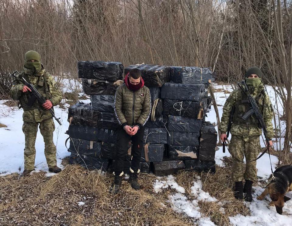 Поблизу Красноїльська прикордонники затримали контрабандиста