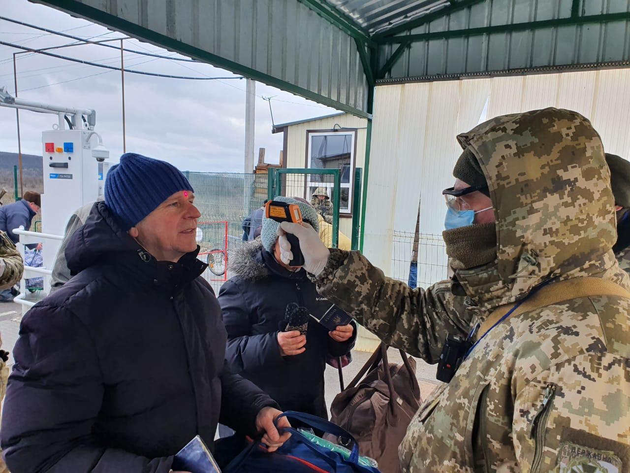 На Донбасі посилили заходи на КПВВ через коронавірус