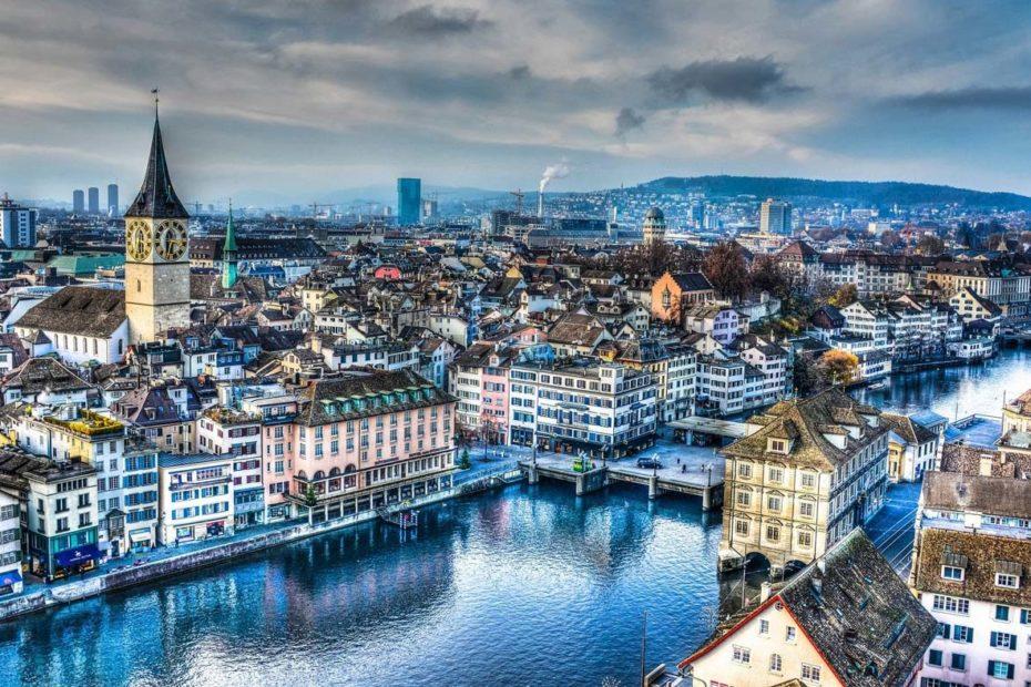 Коронавірус: у Швейцарії заборонили масові заходи