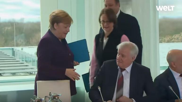 Коронавірус: німецький міністр відмовився потиснути руку Ангелі Меркель