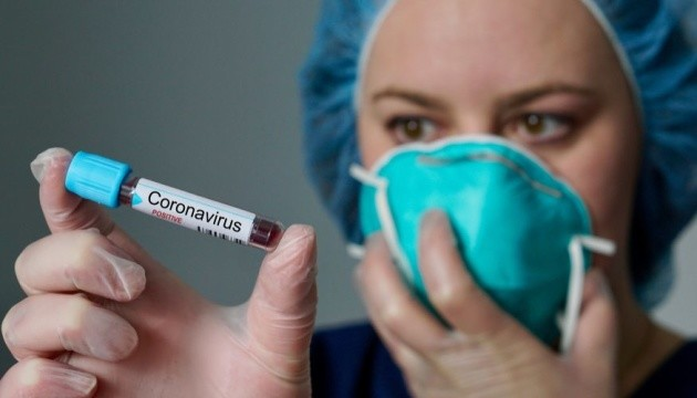 Нова мутація COVID-19: коронавірус здатен заразити людину вдруге – вчені