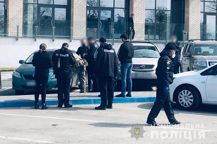 Смертельна стрілянина у Чернівцях: поліція розшукує 33-річного місцевого жителя