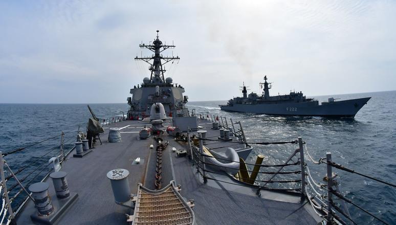 """НАТО проводить """"стримувальні"""" операції у Балтійському та Чорному морях"""