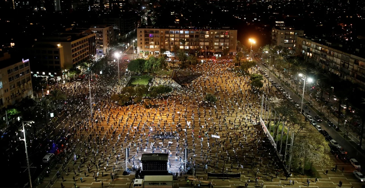 У Тель-Авіві тисячі людей вийшли на мітинг проти Нетаньяху з дотриманням соціальної дистанції