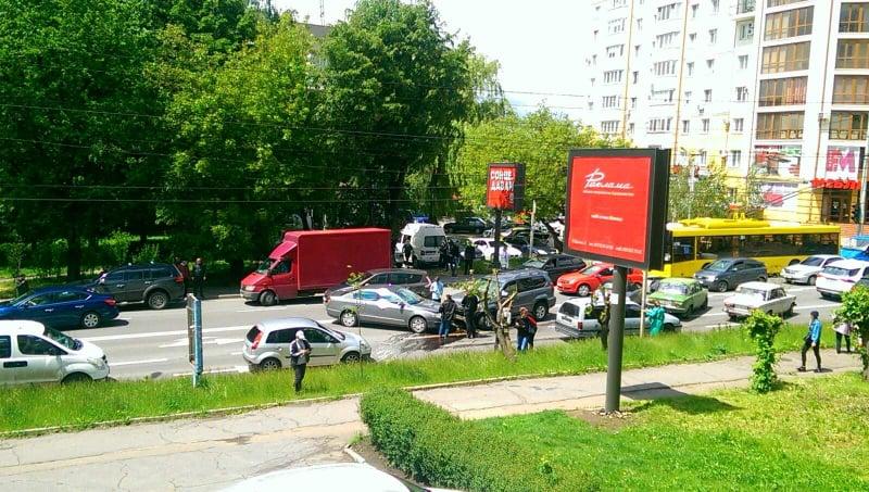 У Чернівцях на вулиці Героїв Майдану зіткнулися чотири автівки
