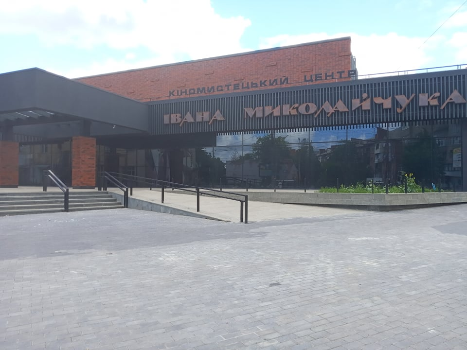 У Чернівцях на баланс міста передадуть Кіномистецький центр імені Миколайчука