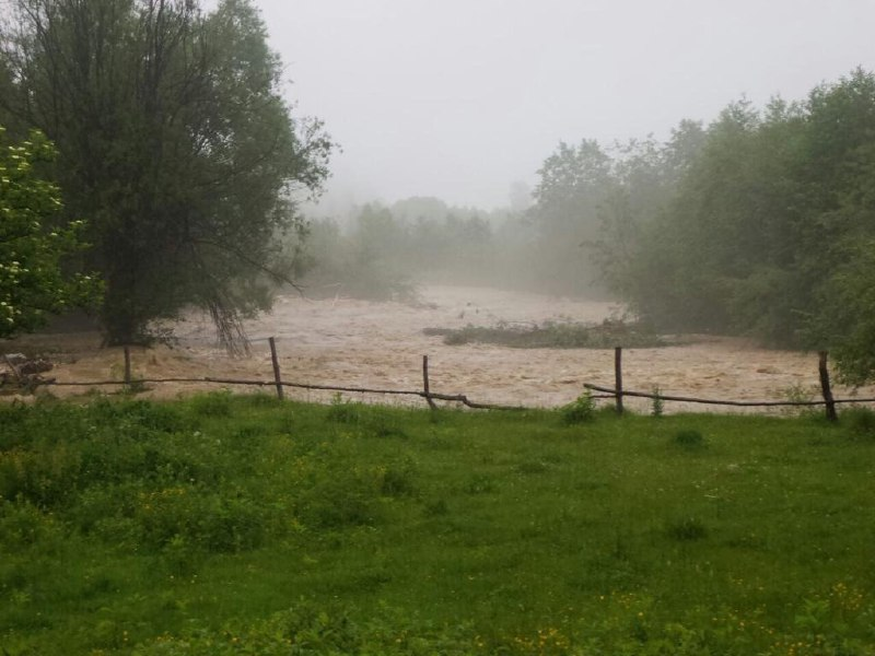 На Буковині та Прикарпатті через паводки введено надзвичайні заходи безпеки – Аваков