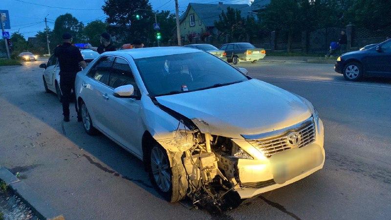 У Чернівцях патрульні розшукали п'яного водія, який втік з місця ДТП