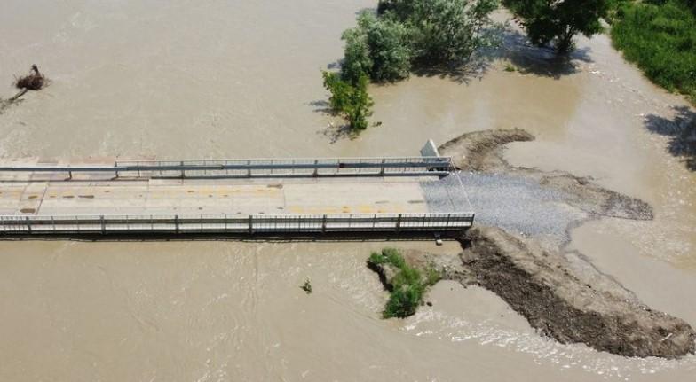 Повінь на Буковині: Є загроза руйнування мосту у Маршинцях
