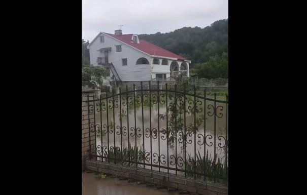 Місцева влада і рятувальники провели обхід затоплених господарств на Калічанці