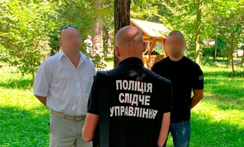 Підбурював дати хабар судді: на Буковині затримали адвоката