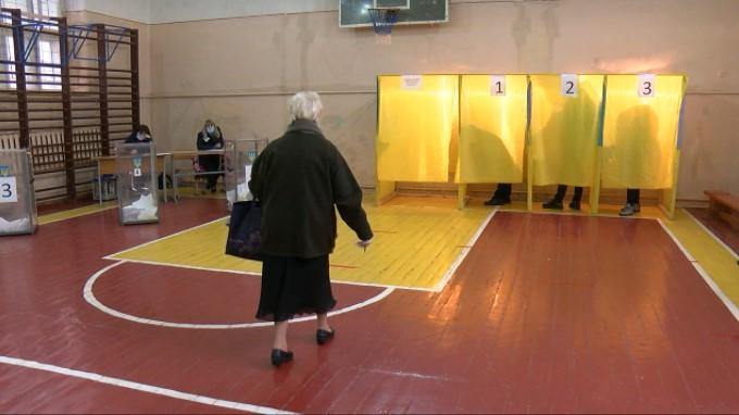 Другий тур: у Чернівцях станом на 13:00 явка виборців складає 7%