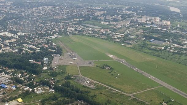 Максим Бурбак: Злітну смугу Чернівецького аеропорту потрібно передати у власність держави