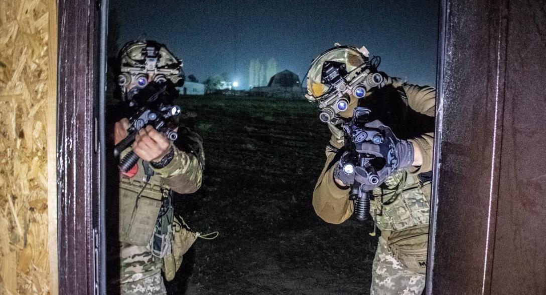 """Українські """"морські котики"""" відпрацювали зачистку будівель вночі"""