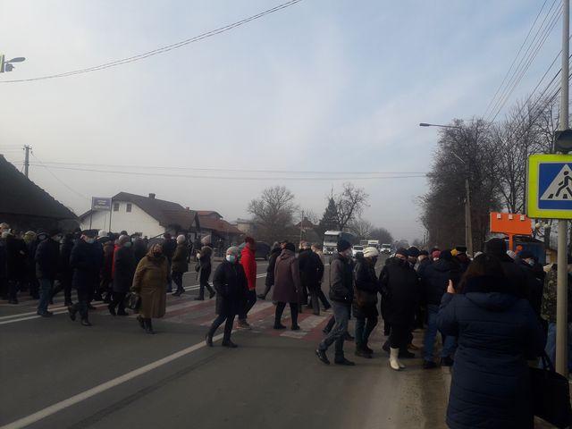 """""""Тарифні"""" протести: мешканці Кіцманщини перекривали дорогу в Мамаївцях і Дубівцях"""