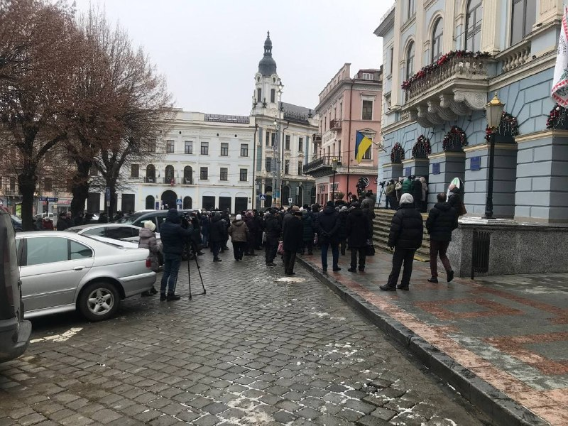 У Чернівцях біля ратуші активісти протестують проти підвищення цін на газ