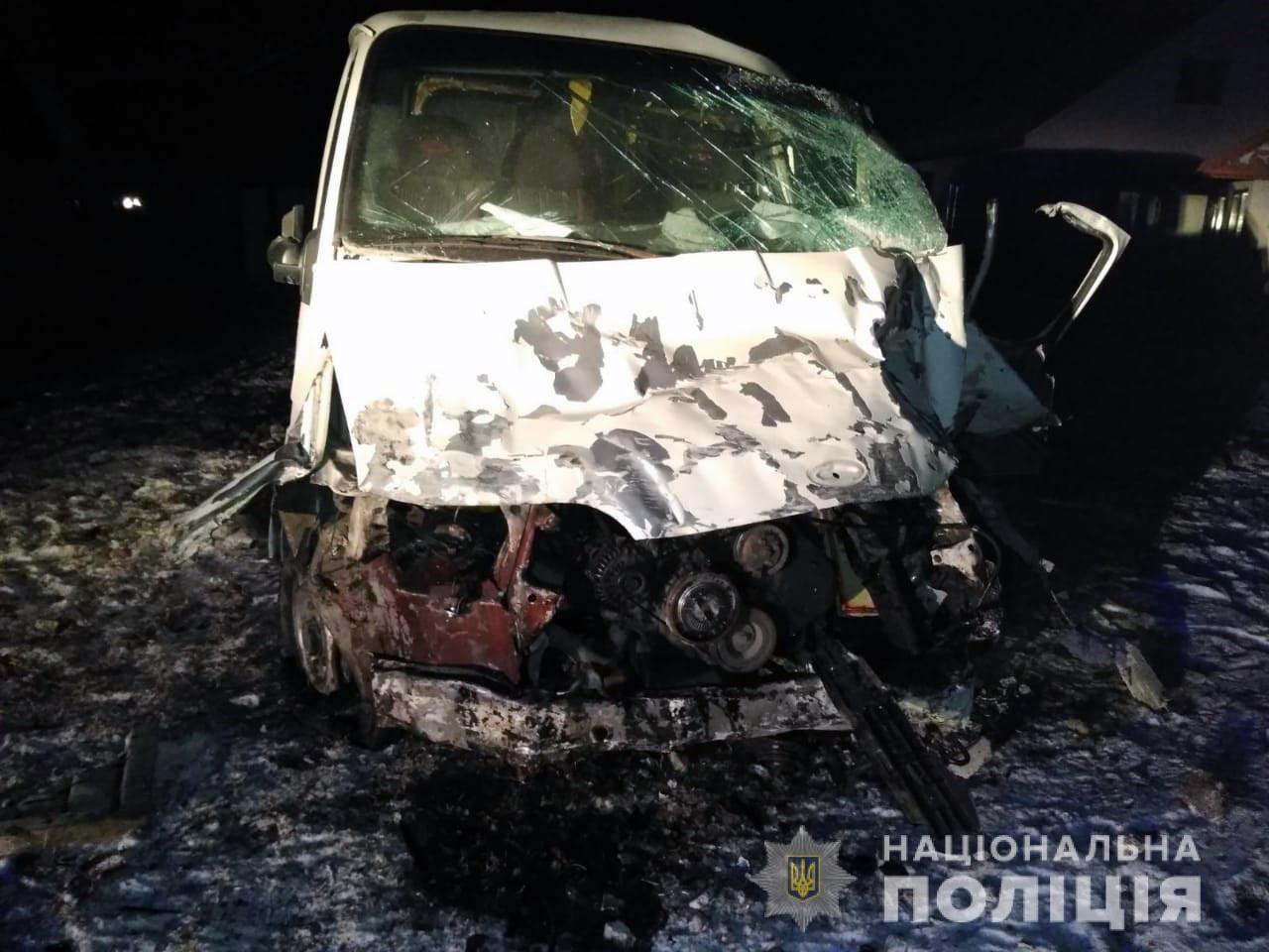 Заснув за кермом: на Буковині водій хлібовоза загинув у ДТП