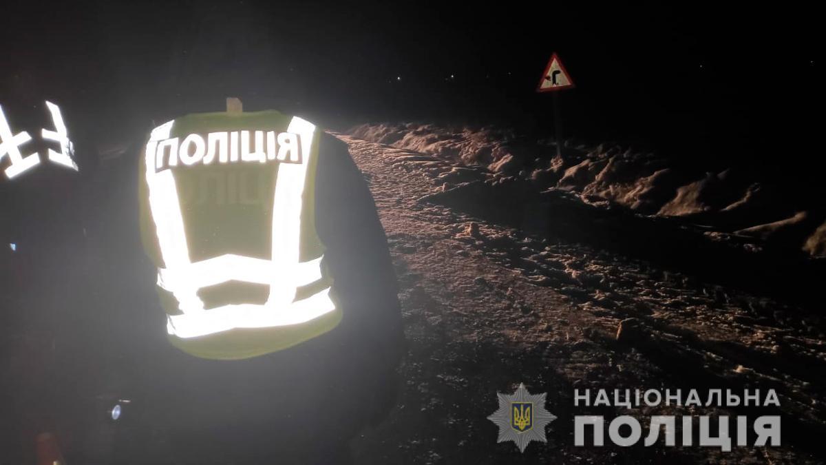 Поліція Буковини розшукує водія який збив насмерть жінку і втік