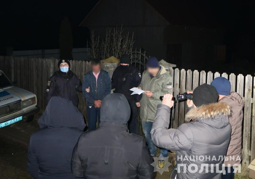 На Буковині затримали чоловіка, який зарізав свого гостя