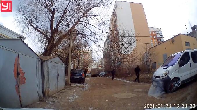 Стрілянина у Чернівцях: з'явилося відео втечі ймовірних нападників