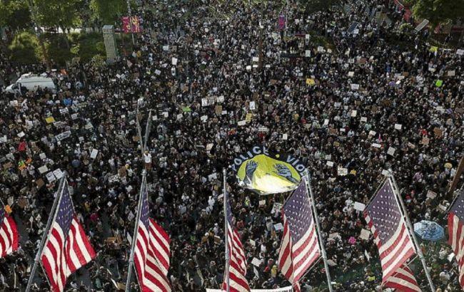 У США прихильникам Трампа заборонили брати зброю на акції протесту