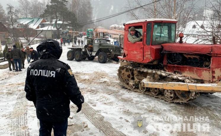 На Буковині поліцейські посилено стежать за безпекою на автошляхах під час негоди
