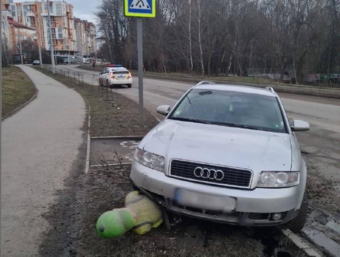 У Чернівцях на вулиці Воробкевича водій задавив штучного пішохода