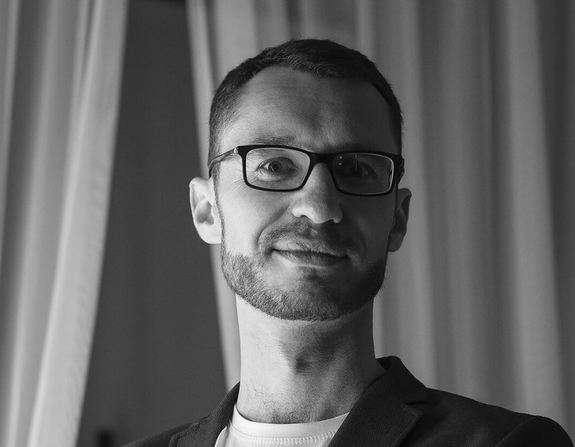 """Оператор """"ТВА"""" Максим Білоткач продовжує боротьбу з важкою недугою"""