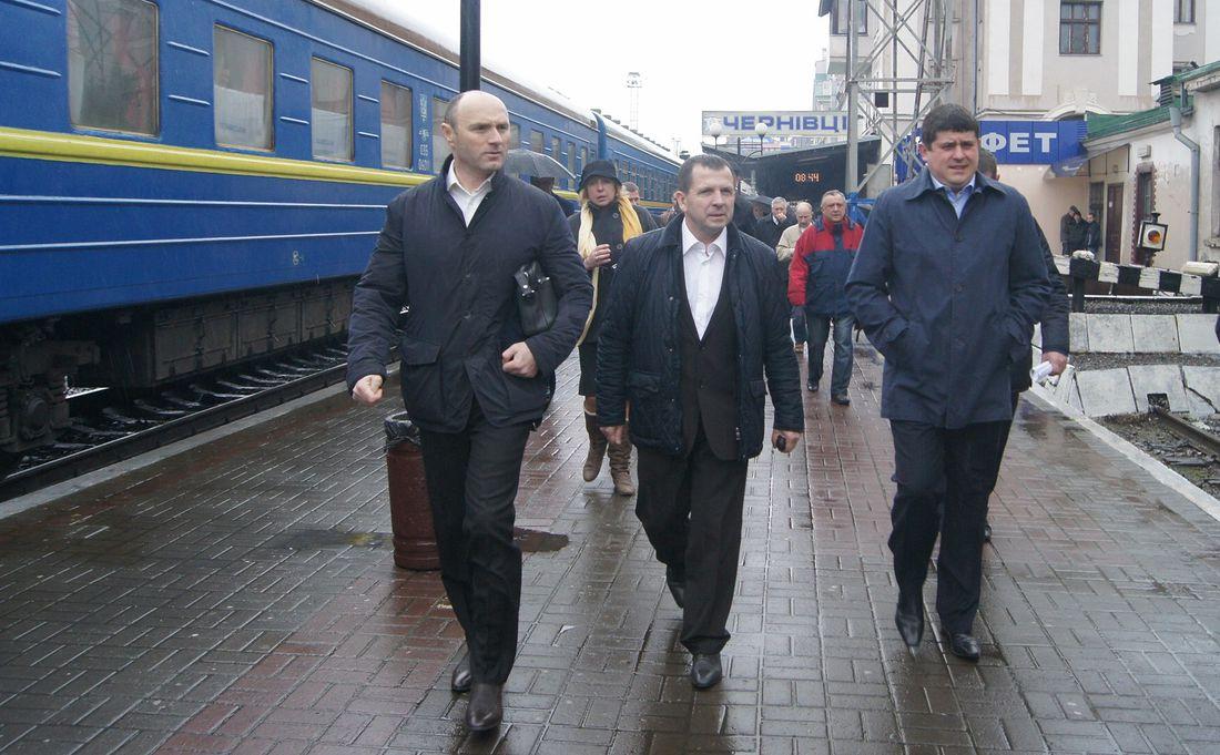 Щоб поїзд «Чернівці-Київ» не закрили, обласна влада має передбачити в бюджеті компенсацію «Укрзалізниці», – Максим Бурбак.