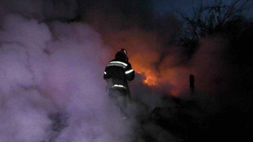 Вночі у Чернівцях згоріло дві автівки
