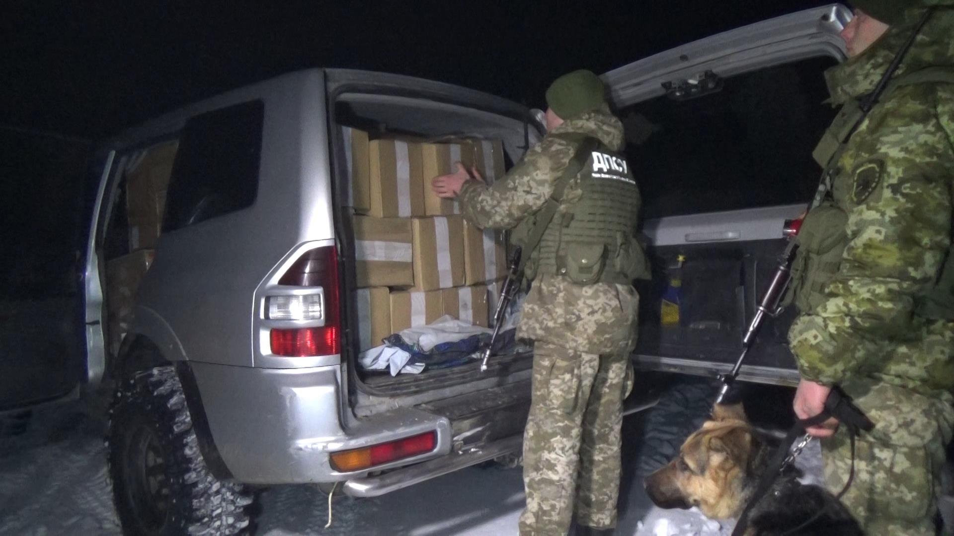 Цигарок на 750 тисяч гривень. Чернівецькі прикордонники затримали правопорушників