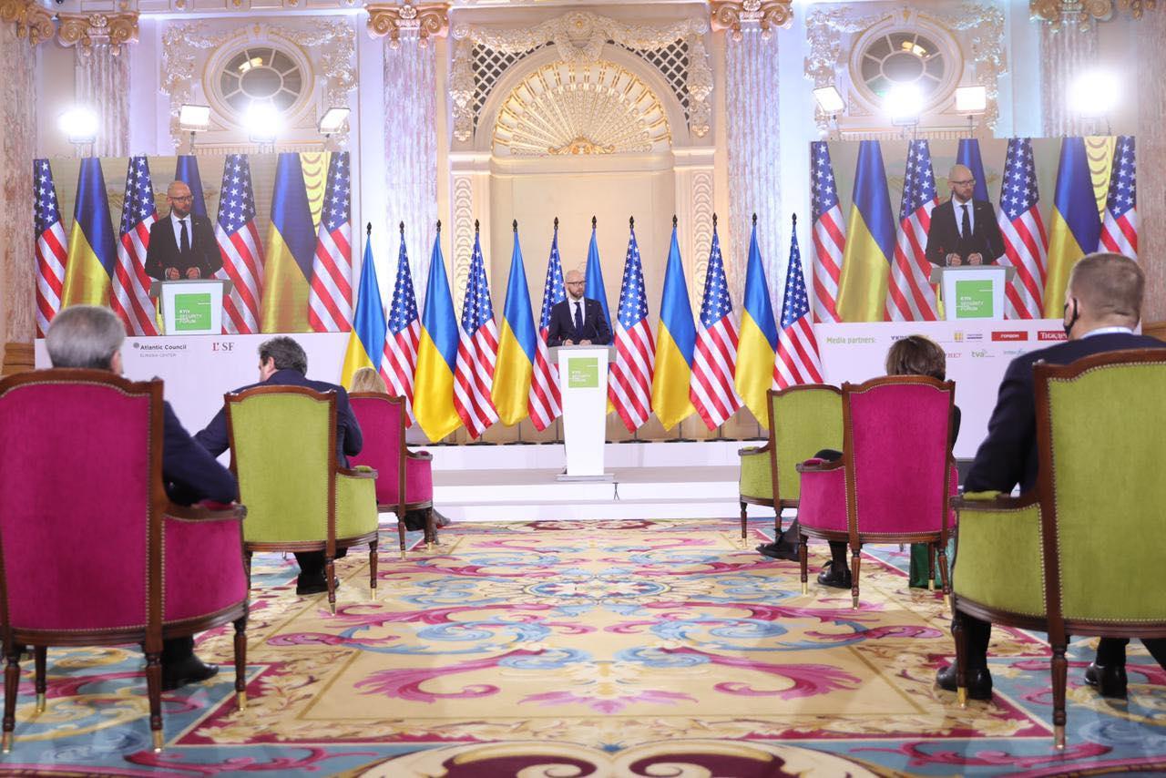Яценюк: безпека світу – це членство України в НАТО