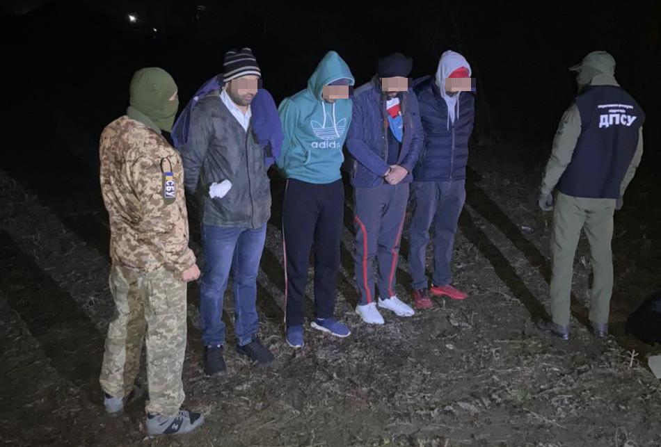 Затримано буковинця, який намагався переправити через кордон нелегальних мігрантів