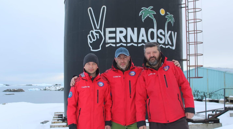 На станцію «Академік Вернадський» вже прибули троє українських полярників