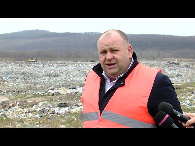 Захоронюють 140тисяч тонн сміття на рік.Ситуація на Чорнівському сміттєзвалищі залишається критичною