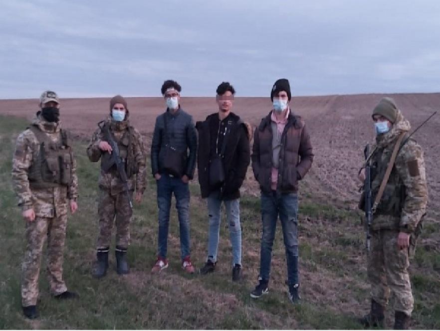 Намагались потрапити в ЄС: буковинські прикордонники затримали громадян Марокко