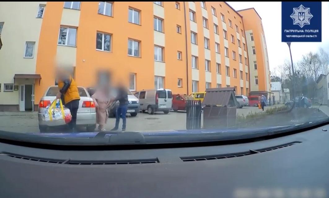 Патрульні організували супровід автомобіля з вагітною жінкою, щоб швидше доправити її до пологового будинку
