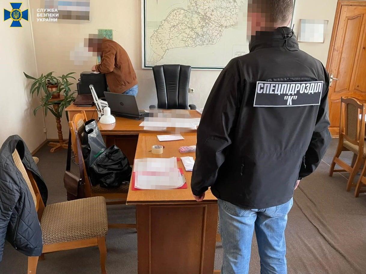 У Чернівцях заарештували посадовця, підозрюваного в хабарі 600 тис. грн