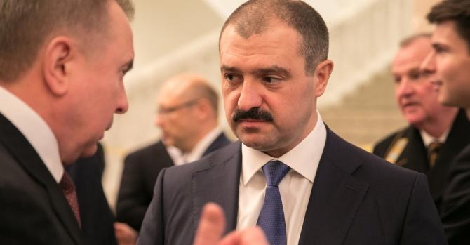 Лукашенко сказав, що якщо його застрелять, повноваження перейдуть до старшого сина президента