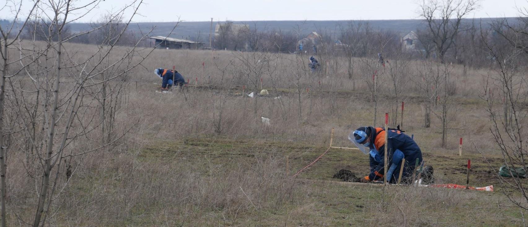 На Донеччині терористи обстріляли українських саперів, які розміновували територію