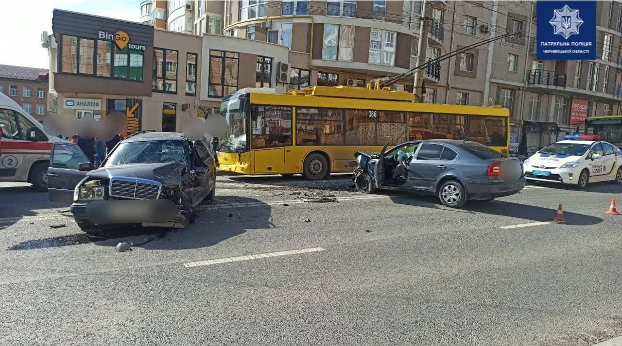 ДТП на Героїв Майдану у Чернівцях: один з водіїв був п'яний
