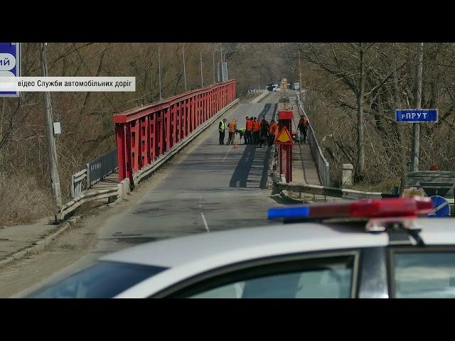 У Чернівцях посеред старого австрійського мосту через річку Прут виникла діра