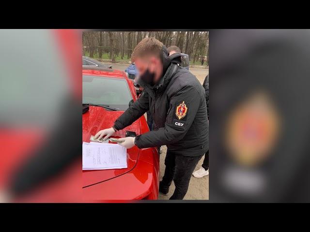 Адвокату, якого затримали на хабарі у Чернівцях, повідомили про підозру