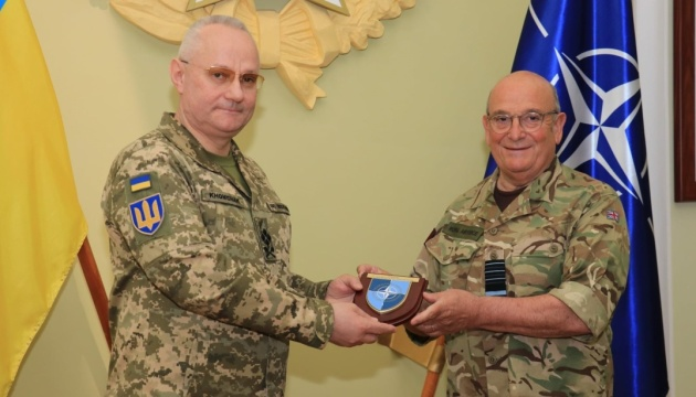 Хомчак зустрівся із головою військового комітету НАТО